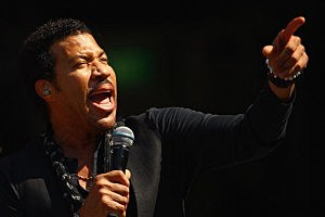 Lionel Richie Goes Country