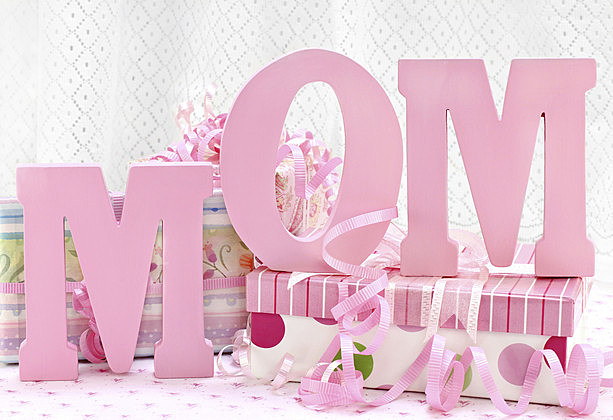 MOM letters and pretty wrapped gifts