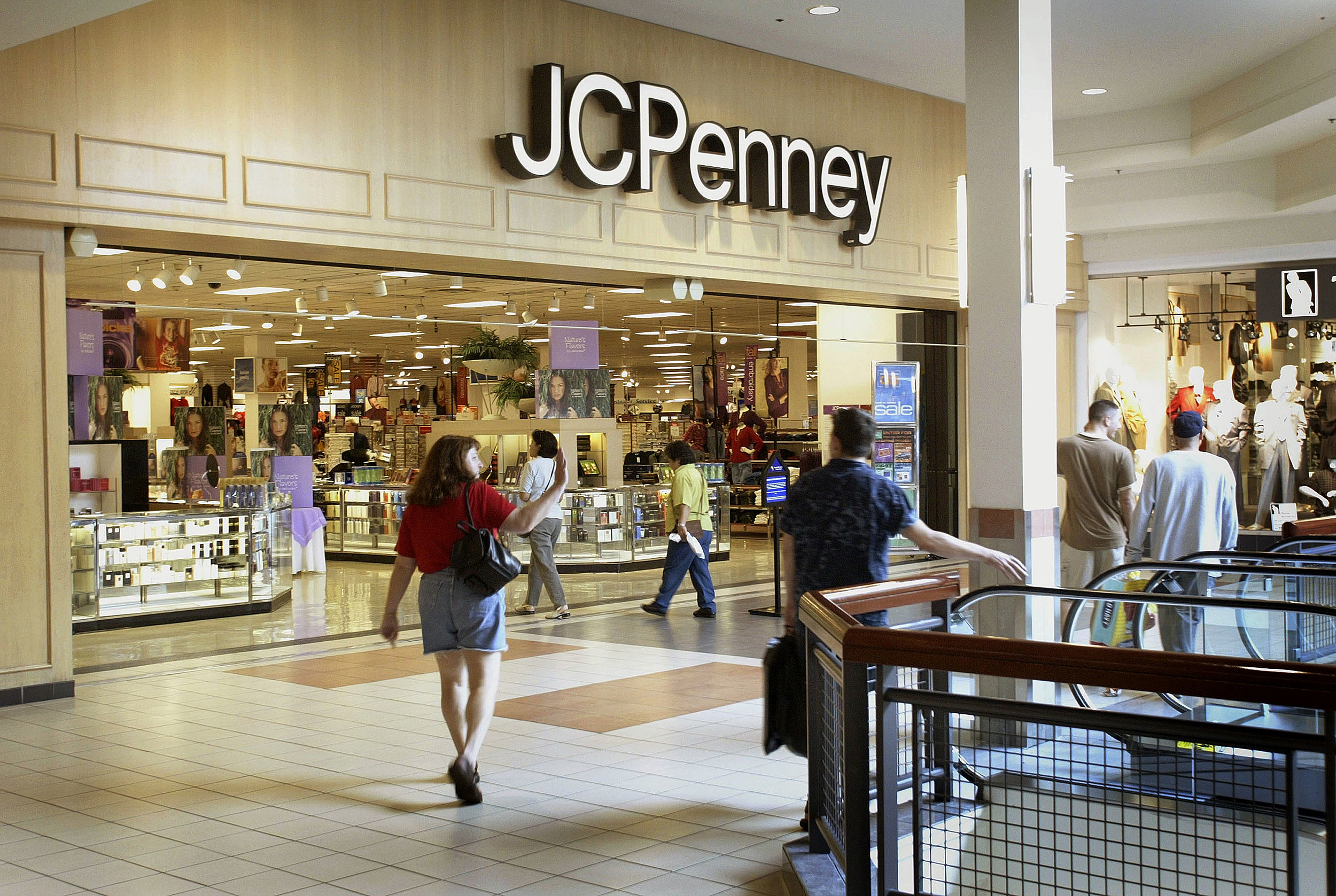 J.C. Penney Narrows Second Quarter Loss